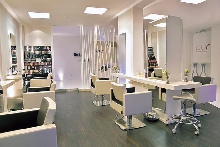 Pur Erlangen - Bedienplätze mit Make-up-Bereich